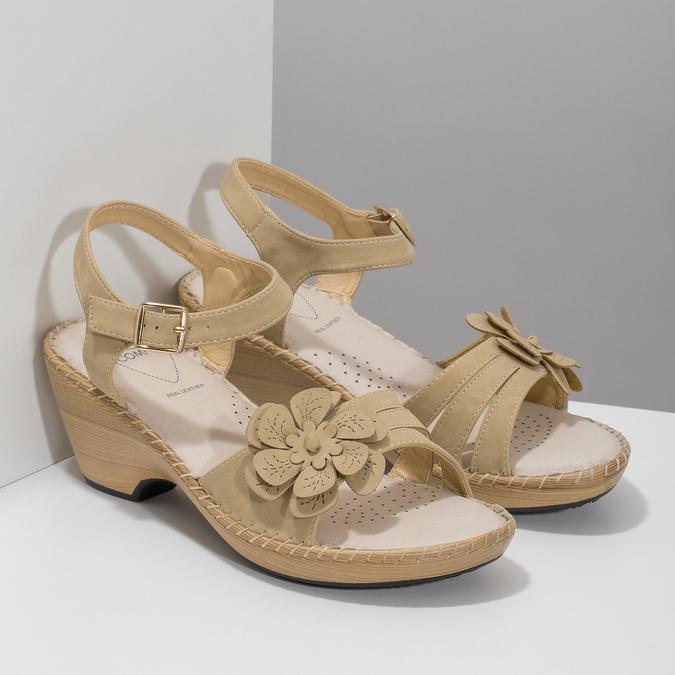 Beżowe sandały zkwiatkiem comfit, beżowy, 661-8613 - 26