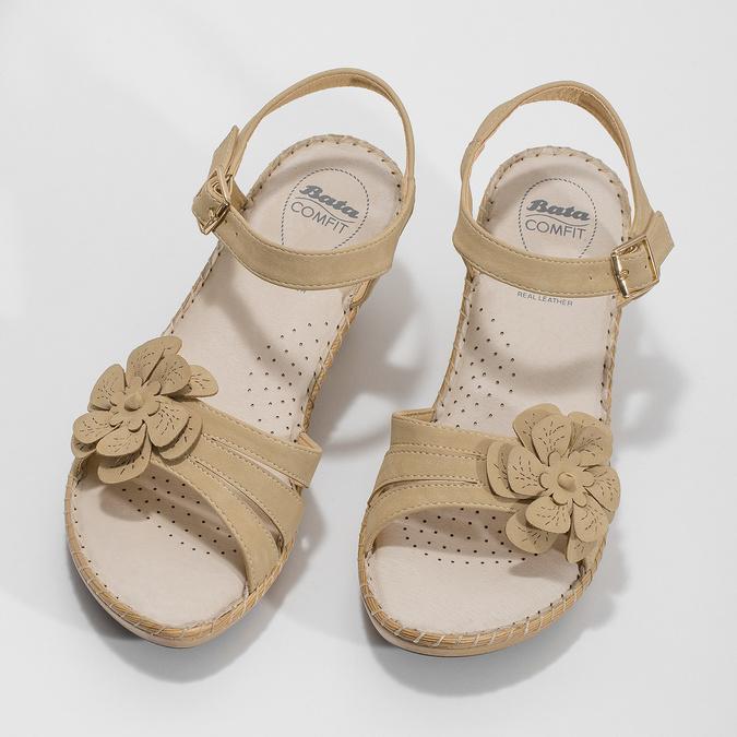 Beżowe sandały zkwiatkiem comfit, beżowy, 661-8613 - 16